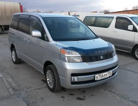 Toyota Voxy (2002 г.)