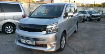 Toyota Voxy (2008 г.)
