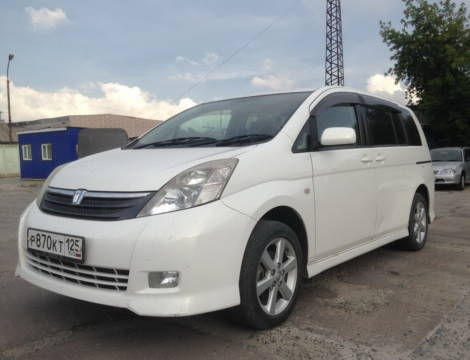 Toyota Isis (2006 г.)